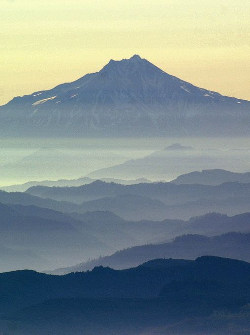 Gunung adalah sebuah bentuk tanah yang menonjol di atas wilayah sekitarnya. Sebuah gunung biasanya lebih tinggi dan curam dari sebuah bukit, tetapi ada kesamaaan, dan penggunaan sering tergantung dari adat lokal