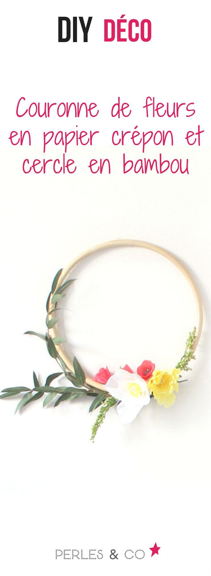 Comment réaliser des fleurs en papier crépon ?   Donnez un air printanier à votre déco avec cette couronne de fleurs murale composée de fleurs en papier crépon, de feuilles d'eucalyptus le tout monté sur un cercle en bambou. #diy #déco #couronne #fleurs #mariage #bohème #fleurs #crépon