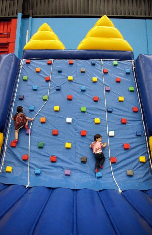 airoworldIt's freeezing! Get out of the cold at AiroWorld Inflatable Playground! Includes entry to @Airodrome Trampoline Park bit.ly/airoworld
