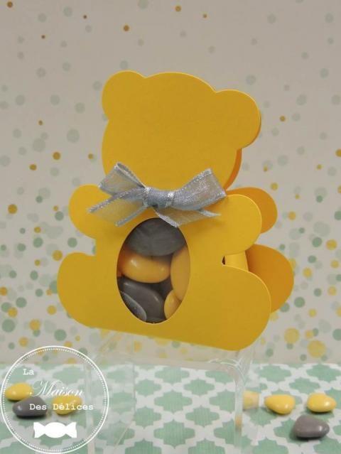 Ballotin à dragées nounours couleur jaune, dont la fenêtre