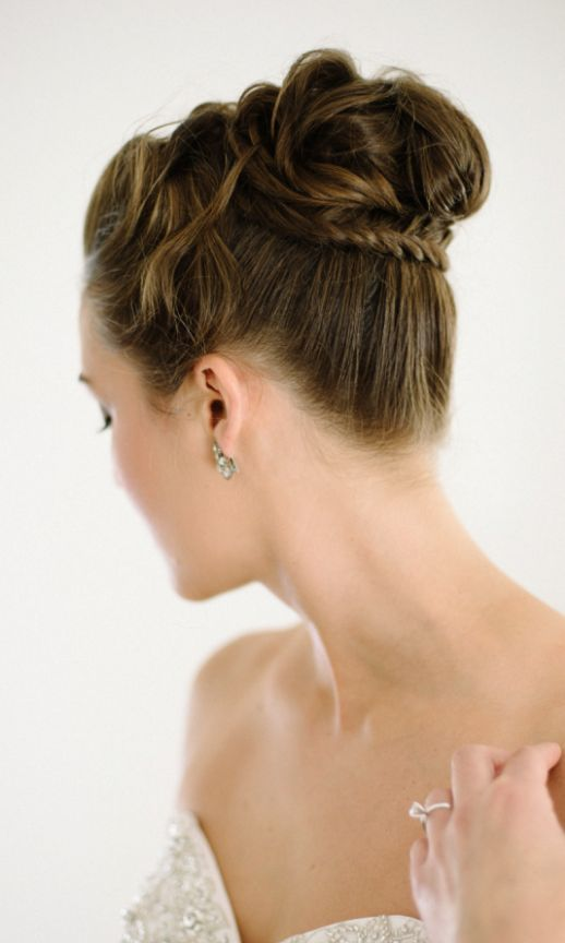 Wedding hairstyle idea; Featured Photographer: Shannon Moffit