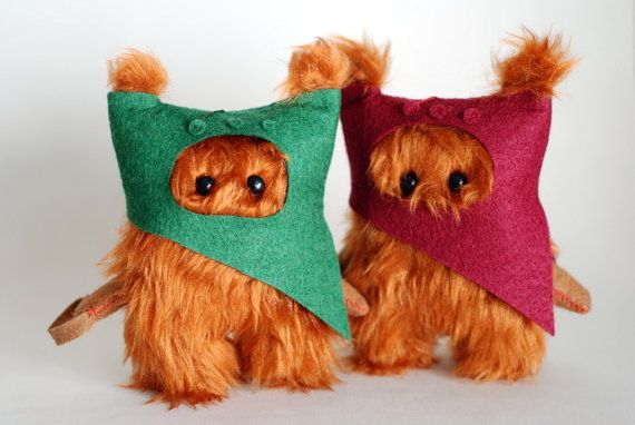Star Wars 2 Ewok Fur.12cm. Dark Red and Green.