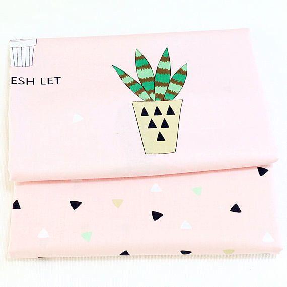 Tissu de coton, vert plante Cactus Aloe sur rose coton Triangle tissu pour bébé en tissu sac Rideau couette - 1/2 yard f398