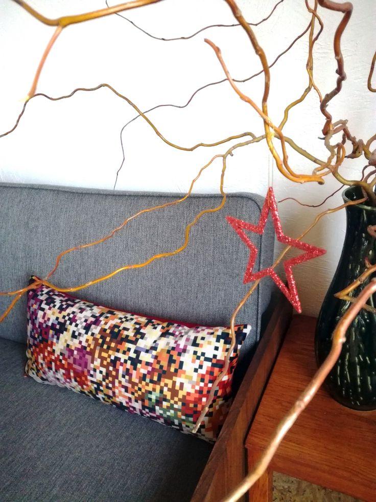 poduszka dekoracyjna 60x30 piksele ciepłe