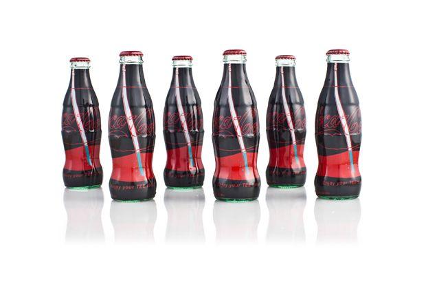 Uniqlo x Coca-Cola Artist Can Collection.: Pop Bottle,  Sodas Bottle, Uniqlo, Coke Bottle, Coca Cola Artists, Cocacola Artists, Collection, Cola Botella, Design