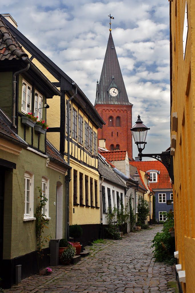 The old town centre of Aalborg / Denmark (by Finn Lyngesen).
