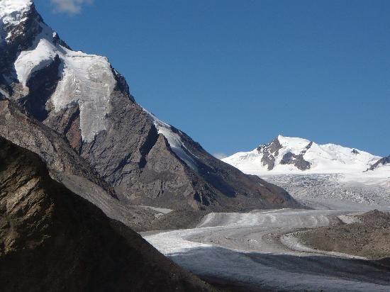 drang-drung glacier Zanskar Valley