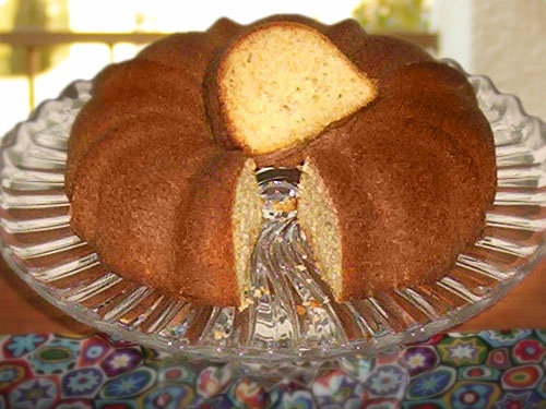 Almond Bundt Cake: Recipes Goodies, Pound Cakes, Bundt Cakes, Loaf Cakes, Coffee Cakes, Staples Cakes, Recipes Sweetie