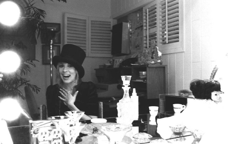 A rare picture that someone had of Stevie Nicks at her 1982 birthday party. Love this smile!!!!!