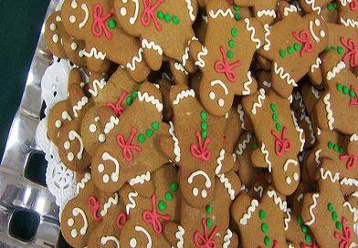 Zencefilli kurabiye adam yılbaşı kutlamalarının, partilerinin olmazsa olmazı. 7'den 70'e herkesin gözdesi olmayı başarıyor. Tarif ve malzemler şu şekilde;