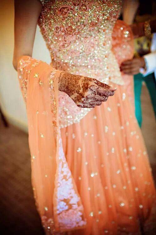Glittery indian bridal lehenga www.weddingstoryz.com bridal wear ideas designs patterns lehenga outfit zari zardozi indian weddings