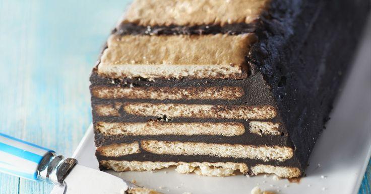 """750g vous propose la recette """"Gâteau au chocolat petits beurre/chocolat sans cuisson"""" notée 4/5 par 698 votants."""