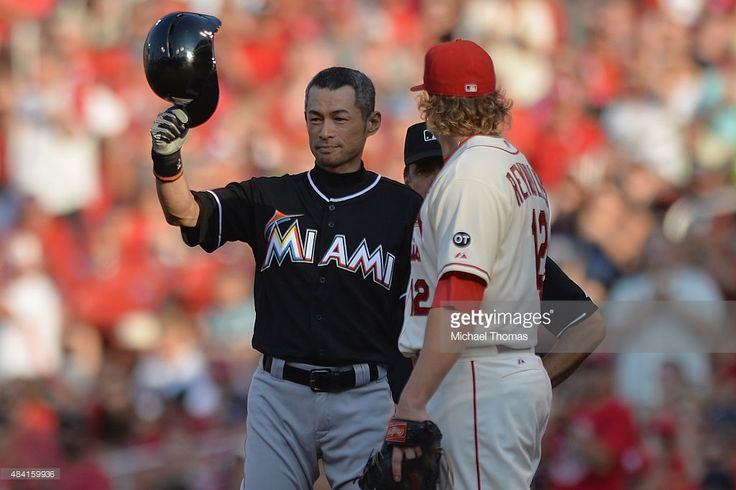 Ichiro Suzuki #51 of the Miami Marlins tips his helmet to the crowd after hitting a single in the first inning against the St. Louis Cardinals at Busch Stadium on August 15, 2015 in St. Louis, Missouri. The single is his 4,192nd career hit between his Nippon Professional Baseball total hits and his Major League Baseball total hits.