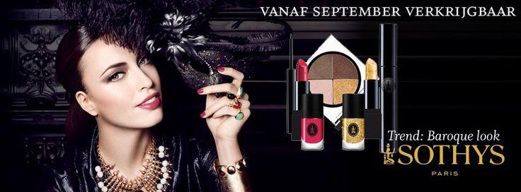 Sothys make-up Baroque winter / herfst 2015. Mooie herfst winter kleuren met veel glamour. Twee mooie sprankelende lipsticks met bij passende nagellak. Een prachtig pallet met oogschaduw kleuren en een diep zwarte eyeliner met een bronzen mascara.  Maak een afspraak voor een gratis make-up advies.   Beautyvit Huidverbetering Dreef 10 4813eg Breda 0765223838 info@Beautyvit.nl www. Beautyvit.nl