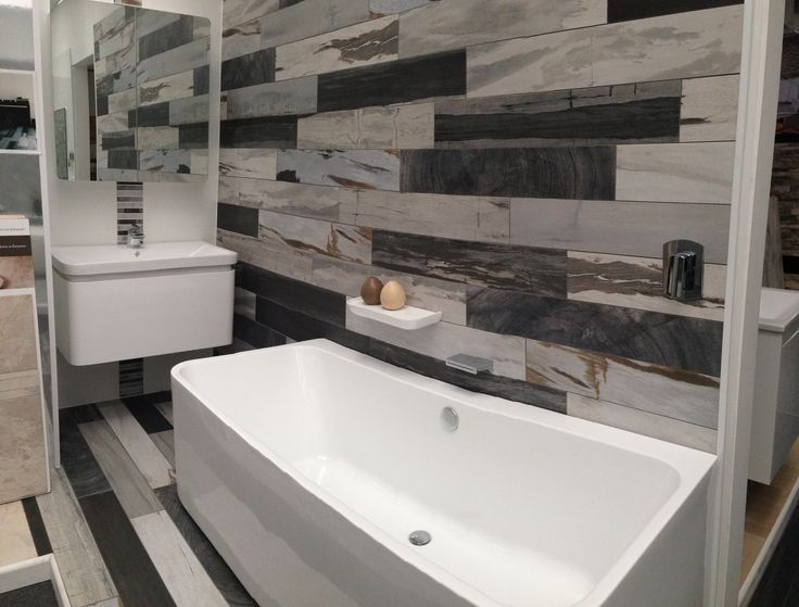 'D' 900mm gloss white wall hung vanity unit with matching 'D' mirrored shaving cabinet, shelf and bath