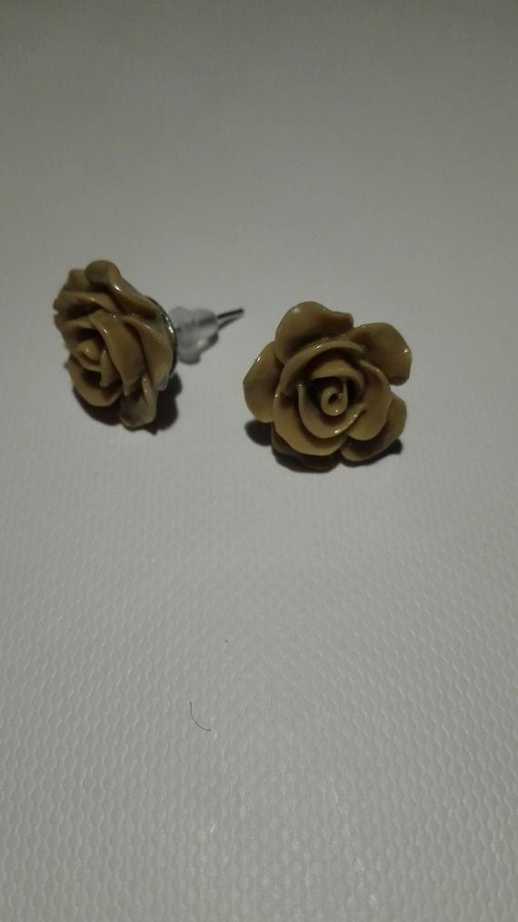 Boucles d'oreilles clou en forme de rose - marron clair 10mm
