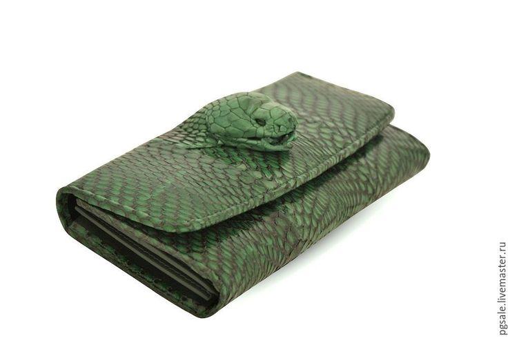 Кошелек  из кожи кобры. Зеленый Кошелек. Подарок для женщины - Изделия из экзотической кожи - Ярмарка Мастеров http://www.livemaster.ru/item/18194525-sumki-i-aksessuary-koshelek-iz-kozhi-kobry-zelenyj-koshelek-p