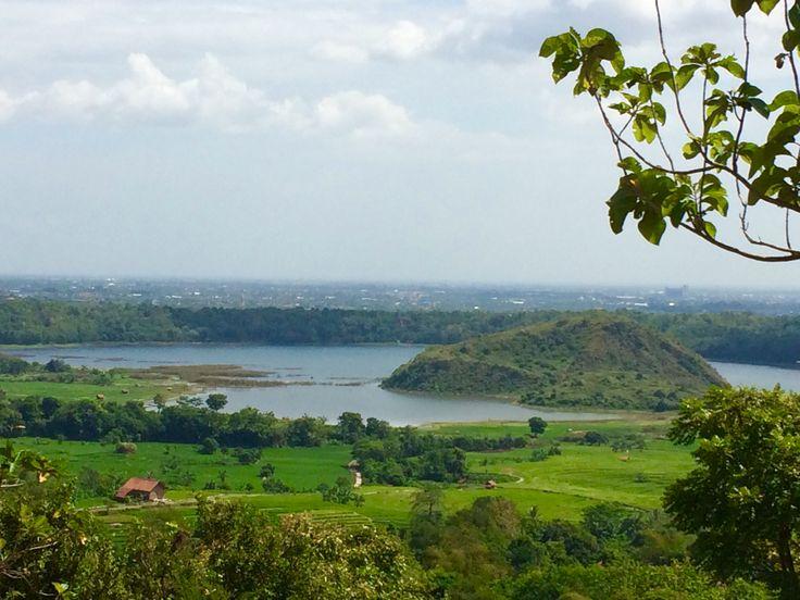 Setu Patok yang canti dilihat dari ketinggian desa Sinarancang.