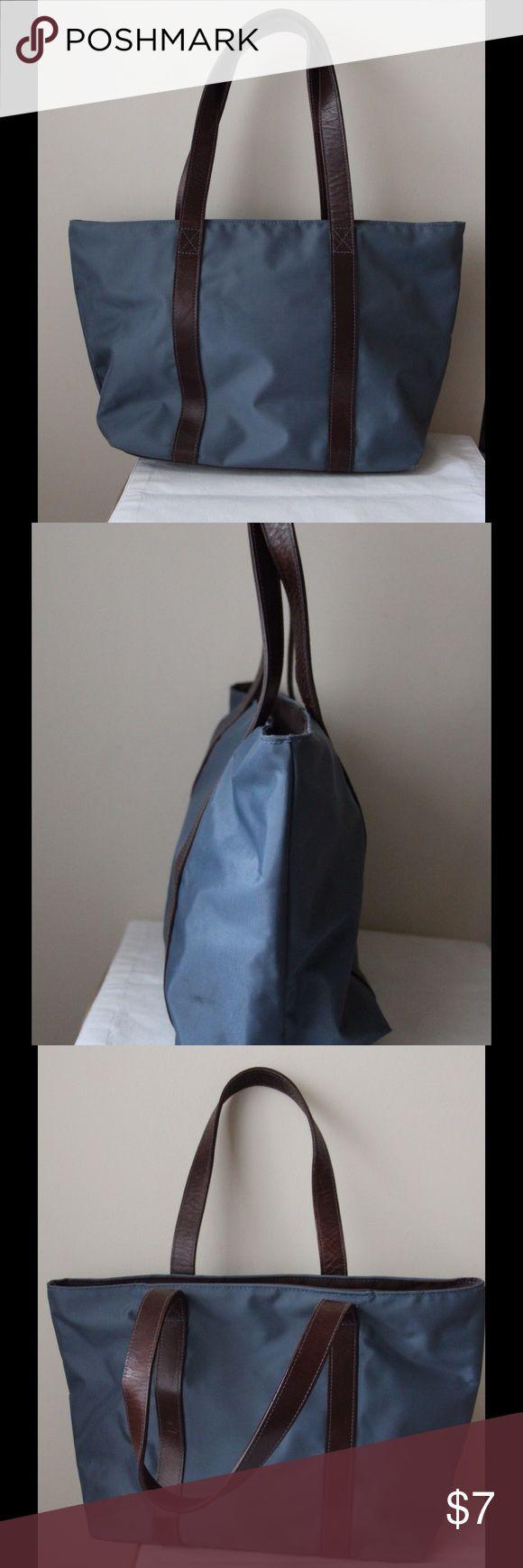 """Banana Republic dark teal tote bag Dark teal colored tote bag - top zipper closure - dual carry handles - 16"""" x 10"""" x 5.5"""" - 9"""" handle drop Banana Republic Bags Totes"""