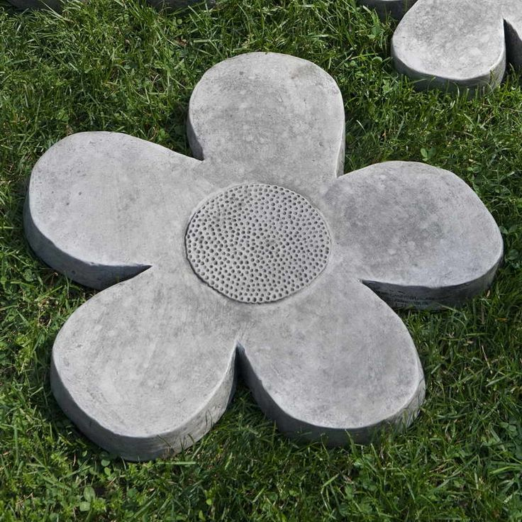 Stepping Stones Stepping Stone Molds With Flower Shape Garden Decorations Pinterest Gardens Photographs And Concrete Stepping Stones