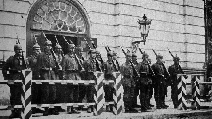 Podczas I w.ś. Wilno stało się częścią zapomnianego dziś Ober-Ost: militarnego państwa założonego przez Paula von Hindenburga i Ericha Ludendorffa. Rozciągało się ono na terenie dzisiejszej Litwy, części Łotwy i Białorusi. Wyzysk i przymusowa praca były na porządku dziennym. To militarny eksperyment lat 1915-18. Nie sposób jednak zrozumieć późniejszej historii faszystowskich podbojów na wschodzie nie znając historii rejonu Ober-Ost.