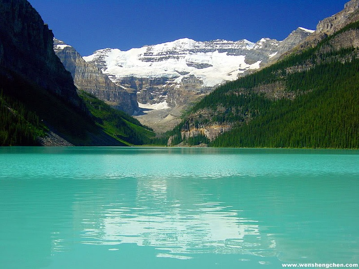 A beautiful picture of Lake Louise in Alberta, Canada. Incredible