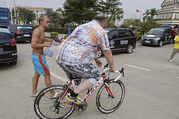 Sepeda untuk orang gemuk – Olahraga bersepeda tak hanya murah namun memiliki manfaat yang baik bagi tubuh. Oleh sebab itu, banyak orang yang melakukan olahraga bersepeda untuk mengurangi berat badannya. Aktivitas gowes dapat menurunkan berat badan, asalkan dibarengi dengan pola makan yang sehat dan tak mengkonsumsi makan secara berlebihan.