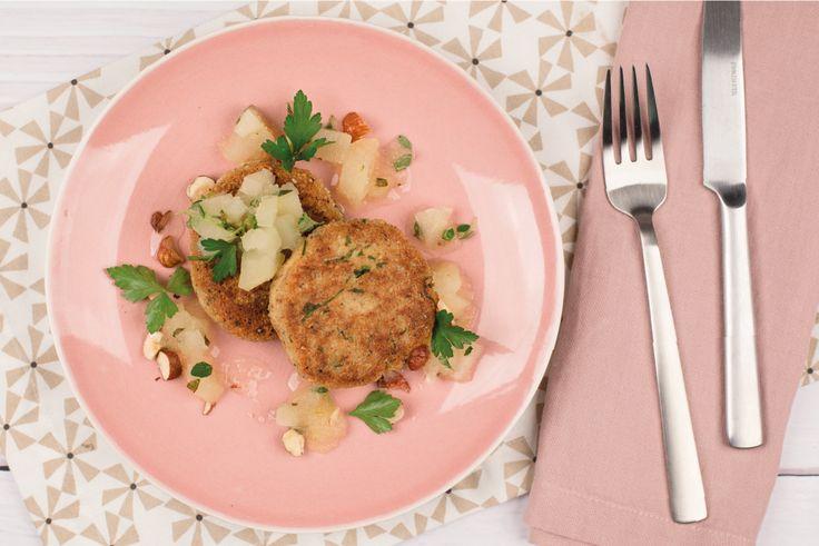 Haselnuss-Tofu-Laibchen mit Thymian-Birnen-Kompott - Vegavita
