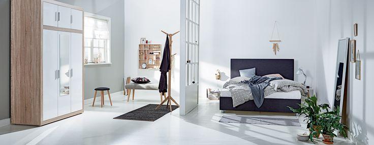 Kontinentalseng fra JYSK, ANASOFIE sengetøy, EGEDAL benk, ILBRO vegghylle, FAVRBO garderobeskap | Nordic Bohem | Skandinaviske hjem, nordisk design, Bohem-stilen, Skandinavisk design, nordiske hjem, soverom, nordisk soverom | JYSK
