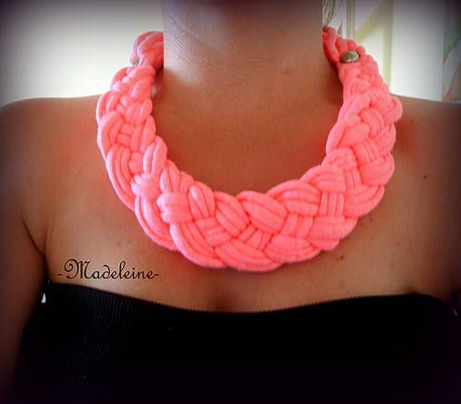 -Madeleine- / neon pink necklace