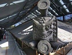修理が完了し報道陣に公開された正倉院正倉の屋根=奈良市で2013年11月26日午前10時24分、宮武祐希撮影