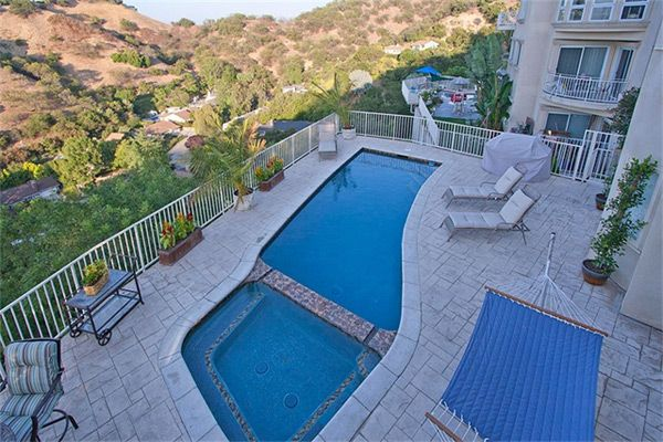 Anna Nicole Smith's Los Angeles Mansion for Sale - eXtravaganzi
