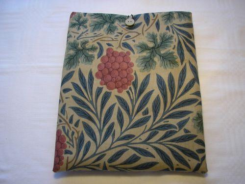 "i-pad Cover/Sleeve Wm. Morris ""Vine"" from Jacaranda"