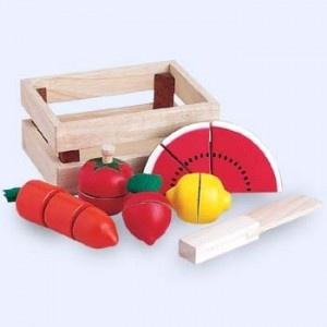 Houten Snijgroenten met klittenband (5-delig)  Compleet in houten kistje met mesje erbij.