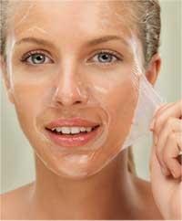 Cara menghilangkan flek hitam di wajah melalui produk klinis penghilang flek yang tepat.