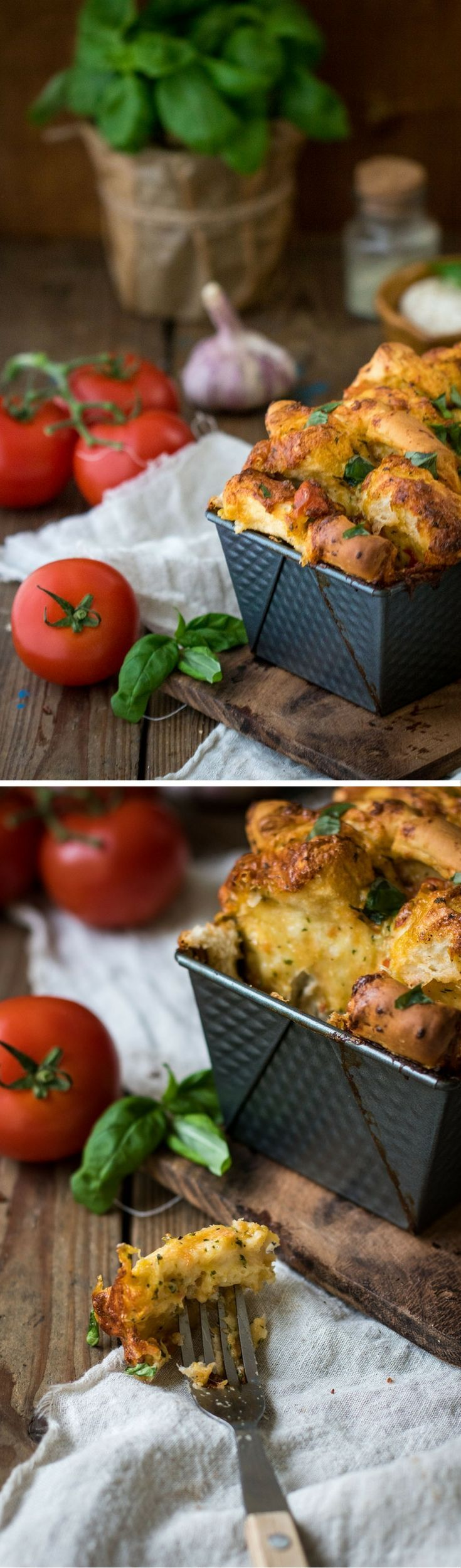 leckeres mediterranes Faltenbrot mit Tomate und Mozzarella  Zutaten  500g Mehl und etwas mehr zum ausrollen  1 Würfel Hefe  230g lauwarmes Wasser  40g Olivenöl  2 Tl Salz  1/2 Tl Zucker  Für die Füllung  2 Knoblauchzehen  15-20 Basilikumblätter  2 Kugeln Mozzarella geviertelt  1 Tomate geviertelt  1 große Tomate in Würfel geschnitten  1 1/2 Tl Salz  Pfeffer nach Geschmack  wer mag 1 El Pizzagewürz ( hatte ich nicht)  Das Rezept findest du unter www.jokihu.de