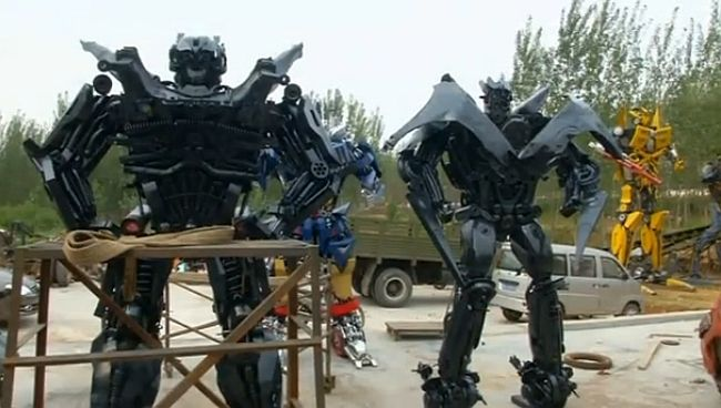 Chinese farmers create Transformers from car parts for sale | RandomlyNew