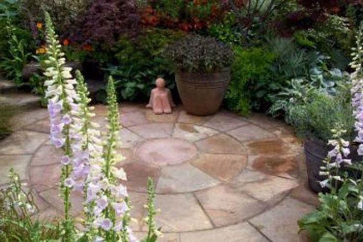 Best 25 cheap landscaping ideas ideas on pinterest diy for Easy care front yard landscaping