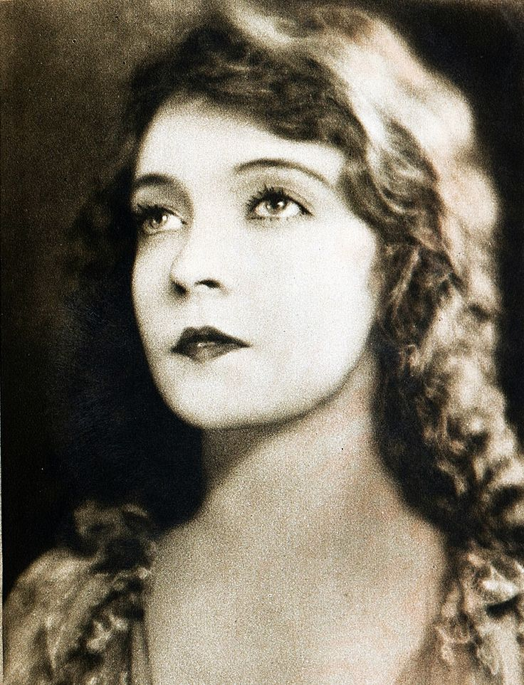 Lillian Gish, photo by Kenneth Alexander, 1924
