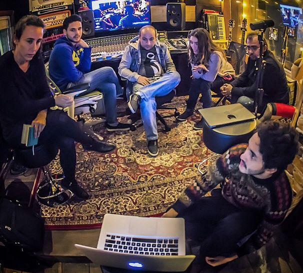 Muito se comenta sobre o novo DVD do Aviões do Forró. Pois bem. A vocalista Solange Almeida revelou a cidade e os dias da realização do novo trabalho da banda cearense. 10 e 11 de junho em Fortale...