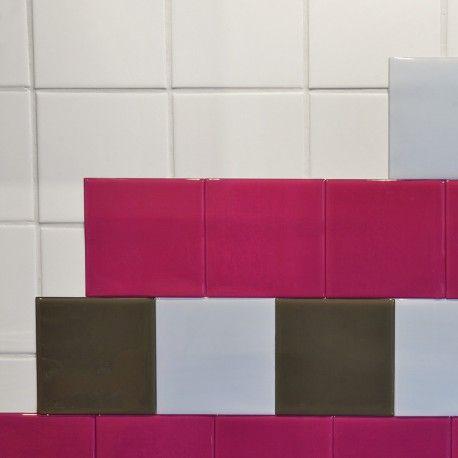 CARACTERISTIQUES  - Brillant et lumineux, RENOSTICK est disponible en deux formats : 10 x 10 cm / 15 x 15 cm. - Les bords sont bombés comme de la faïence - 2 mm d'épaisseur ce qui permet de cacher complètement vos motifs ou vos joints - Se nettoie comme de la faïence (sans utiliser le côté rugueux de l'éponge) - Attendre 48h avant de mettre des projections d'eau, temps pour la colle de polymériser.  SUPPORT  RENOSTICK adhère à toutes les surfaces murales lisses et propres. Bien dégraisser et…