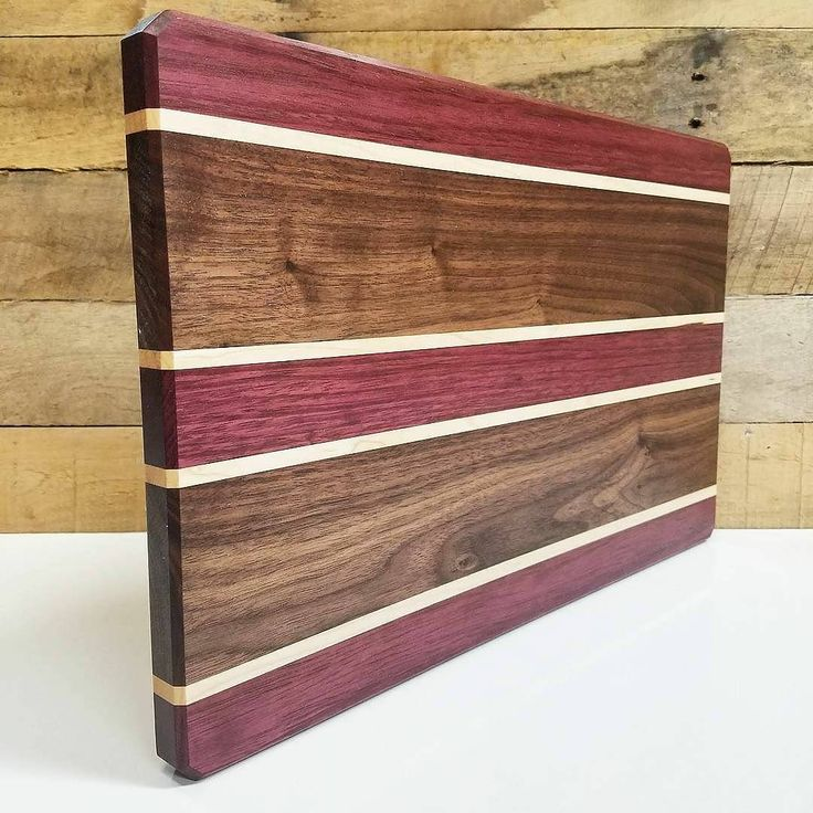 Walnut and purple heart is an excellent combo. The maple borders just add extreme definition to the colors. Pick up one of these guys in my shop. Just ☝️click the link in my bio☝️