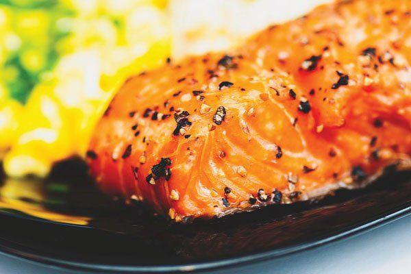המדריך המלא להכנת דג סלמון אפוי בתנור! כולל מתכון מנצח לסלמון אפוי, טיפים להצלחה בטוחה, רטבים ותבלינים מומלצים ועוד..