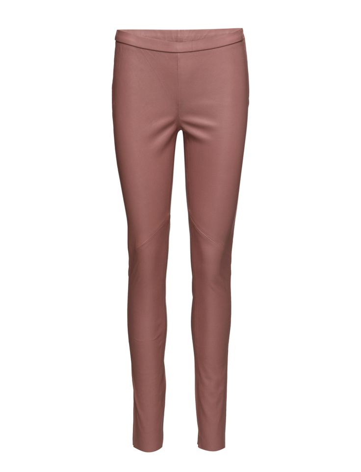 DAY - Day Plongy Exquisite leather leggings made in the softest lamb leather. This luxurious pair of leggings is made in a stretch, making them extremely comfortable to wear. The DAY Plongy is a timeless item and a must have in any woman's' wardrobe.  Stretch design Cool Feminine Modern