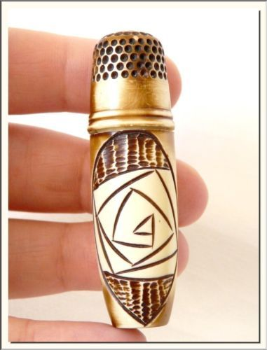 VINTAGE-1950-039-s-TRIBAL-STYLE-CELLULOID-NEEDLE-CASE-amp-THIMBLE-VISIT-MY-STORE