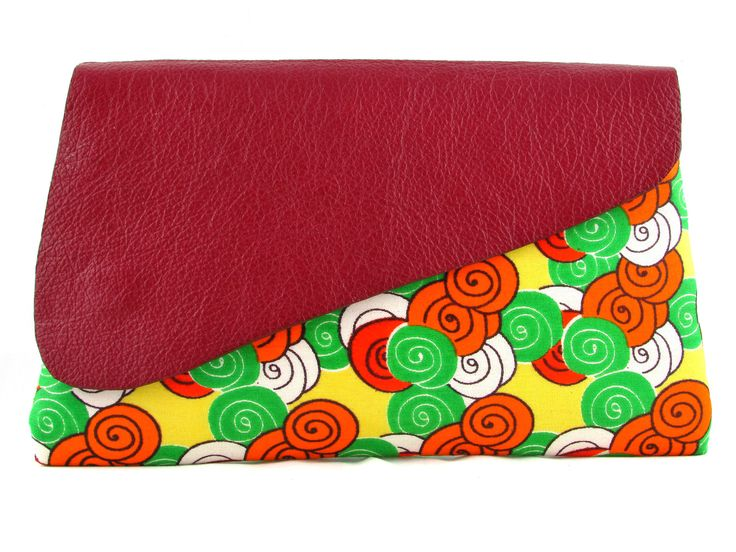 Nala pebbles! A gorgeous small clutch created with vibrant African fabrics and leather. Hand stitched by Handmade by FUNDI and brought to you by Modern Tradition - Where tradition meets today!