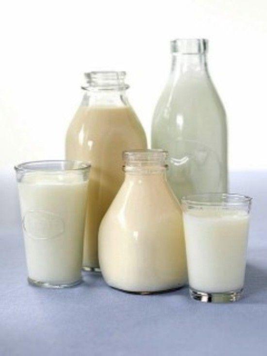 """Com o descobrimento da alergia comecei a procurar alternativas para adaptar as receitas e ainda ter uma boa alimentação. Com esses """"leites"""" vegetais você vai poder usar no lugar do leit…"""