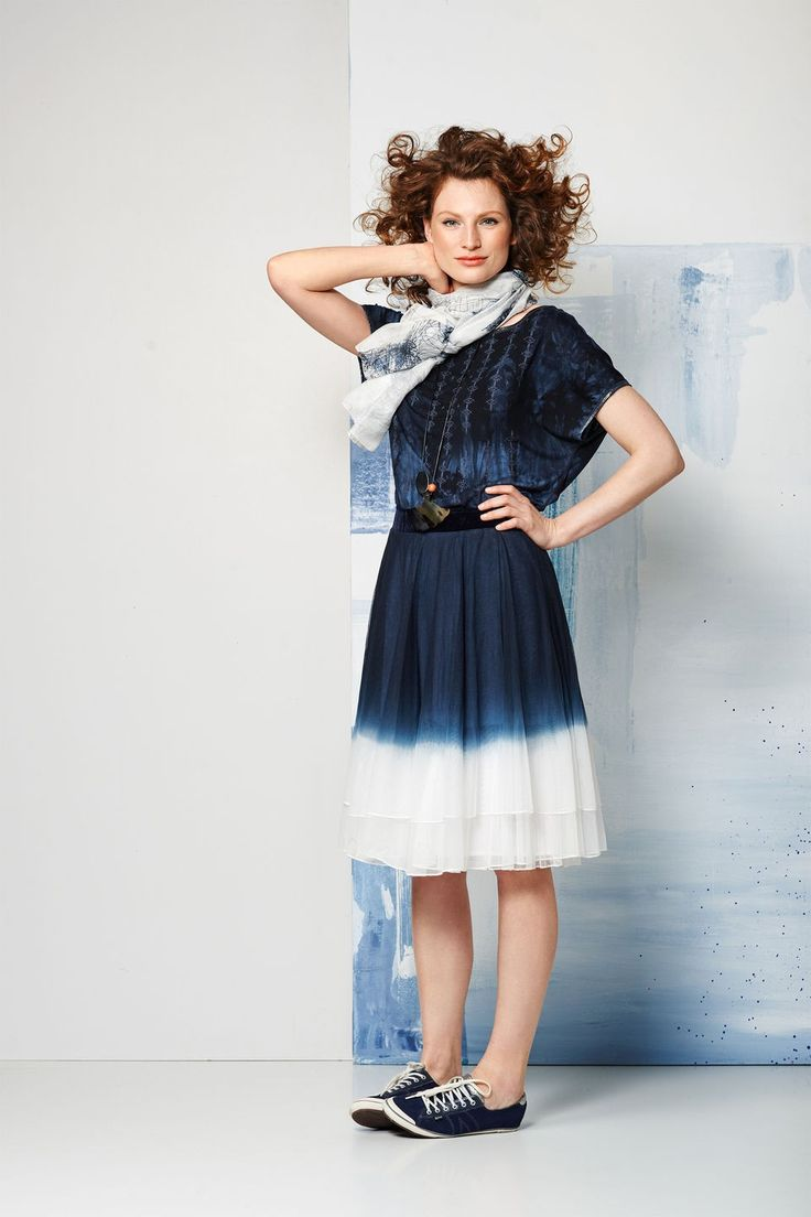 https://www.didi.nl/vrouwelijke-speelse-rok-met-tie-dye-effect-donker-blauw-ds1520202021mg