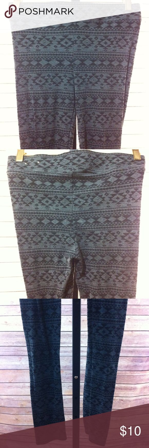 "American Eagle Aztec Print Hi Waist leggings SZ S American Eagle Aztec print leggings - size small - gray / black - ribbed - elastic high waist - waist 26"" unstretched - rise 9.5"" - inseam 30"" - ankle 7"" around - no fading, stains or holes American Eagle Outfitters Pants Leggings"