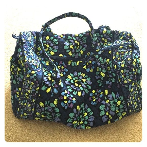 Vera Bradley Large Duffel Great condition, barely used Vera Bradley Bags Travel Bags